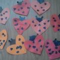 Аппликация из сердечек «Божья коровка» ко Дню Святого Валентина для наших родителей