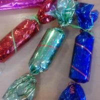 Атрибут к празднику мам «Золотистые конфетки» своими руками
