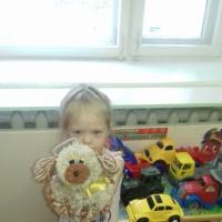 Совместная творческая деятельность родителей и детей по изготовлению игрушки из помпонов «Символ года-собака»