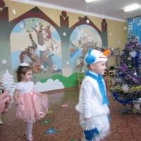 Фотоотчет о новогоднем празднике в средней группе «Как ребята Снегурочку выручали»