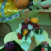 Осень в гости к нам пришла, урожай к нам принесла. На такое тематическое оформление помещения.