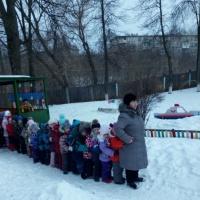 Конспект развлечения для детей младшего дошкольного возраста на прогулке «Путешествие в весенний лес».