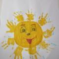 Конспект НОД по рисованию ладошками «Солнышко лучистое улыбнулось весело» (младшая группа)