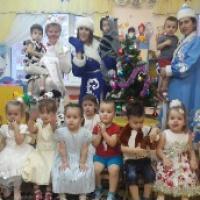 Праздник в детском саду «Сказочные приключения у новогодней ёлки»