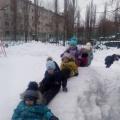 Конспект зимней прогулки во второй младшей группе «Скорее идем кататься на горку!»