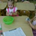 Атрибуты для сюжетно-ролевых игр, выполненнные вместе с детьми. Фрукты для кукол.