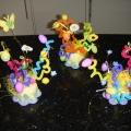 Буйство цвета на Пасху. Композиция из проволоки, пластиковых яиц и искусственных цветов.
