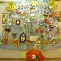 «Конкурс новогодних масок»— как конкурсными работами украсить холл детского сада