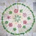 Панно из бамбуковых палочек, украшено цветами в технике квиллинг.