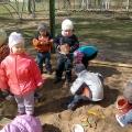 Любим играть в песочнице.