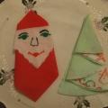 Салфетки в виде елочки и Деда Мороза украсят ваш новогодний стол. Мастер-класс.