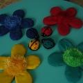 Дидактическая игра для детей раннего возраста «Божья коровка, найди свой цветочек»